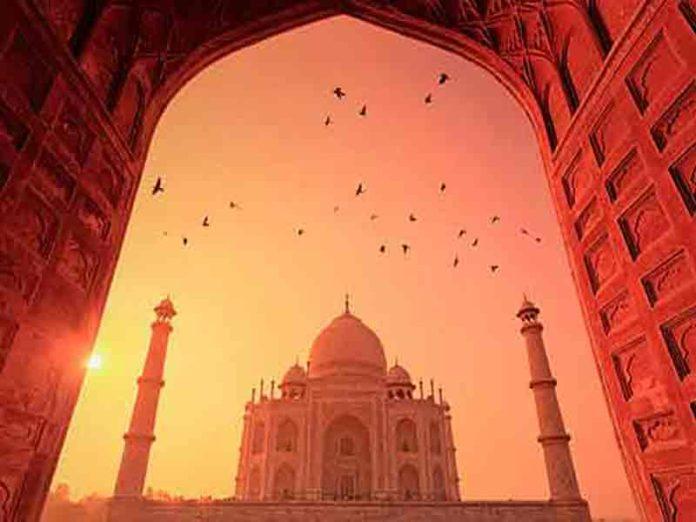 An Eternal Love Story behind the Taj Mahal